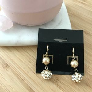 Jewelry - Muted gold dangling Earring